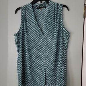 Work sleeveless blouse